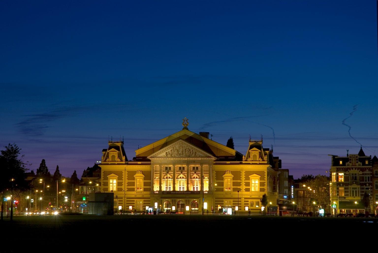 Concertgebouw Buitenaanzicht Avond (Leander Lammertink)