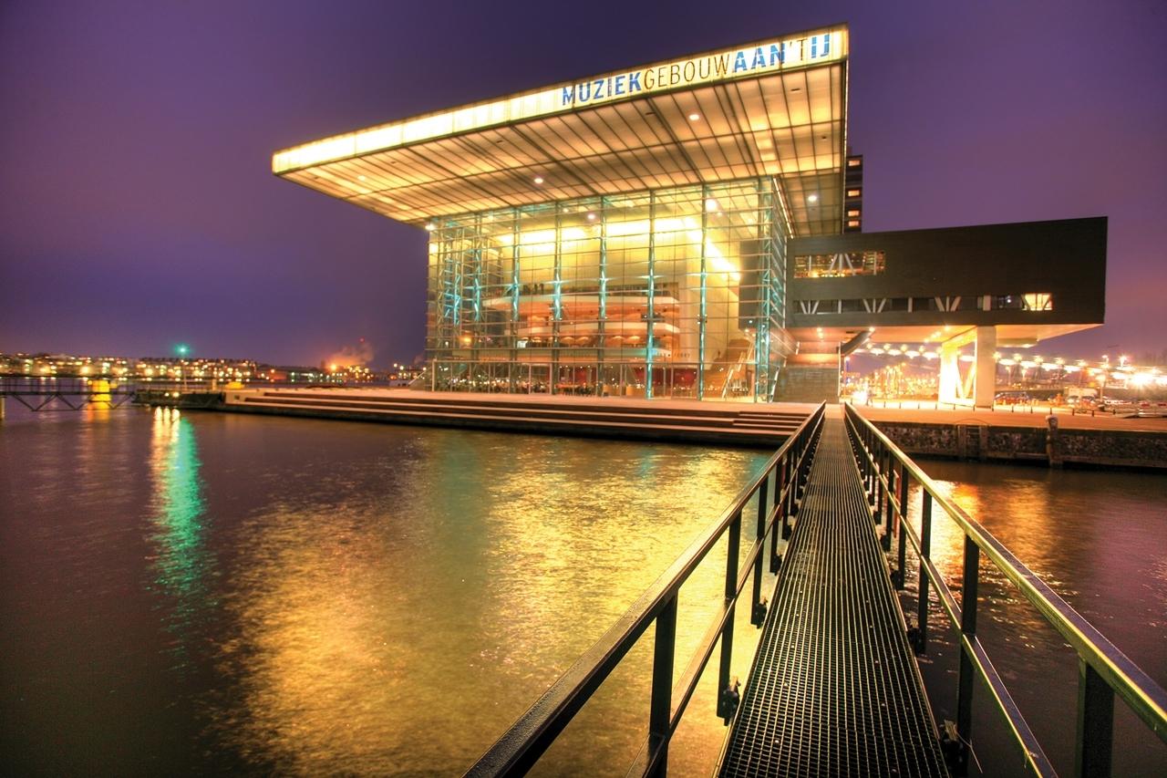 NLD, Niederland, Amsterdam : Muziekgebouw aan'TIJ. Konzertgebaeude.   | NLD, The Netherlands. Amsterdam : Concerthall, Muziekgebouw aan'TJI.    |[ (c) Jochen Tack Fotografie, Herthastrasse 15  45131 E S S E N, phone 0201-3107611   fax 0201-3107614 e-mail: info@jochentack.com   www.jochentack.com, Konto: D E U T S C H E   B A N K   E S S E N  Nr. 4588539  BLZ 36070050  IBAN: DE87360700240458853900  BIC: DEUTDEDBESS  www.freelens.com/clearing,  Bei Verwendung des Fotos ausserhalb journalistischer Zwecke bitte Ruecksprache mit dem Fotografen! No Modelrelease ! Veroeffentlichung nur gegen Honorar, Urhebervermerk und Belegexemplar!] [#0,102,121#]