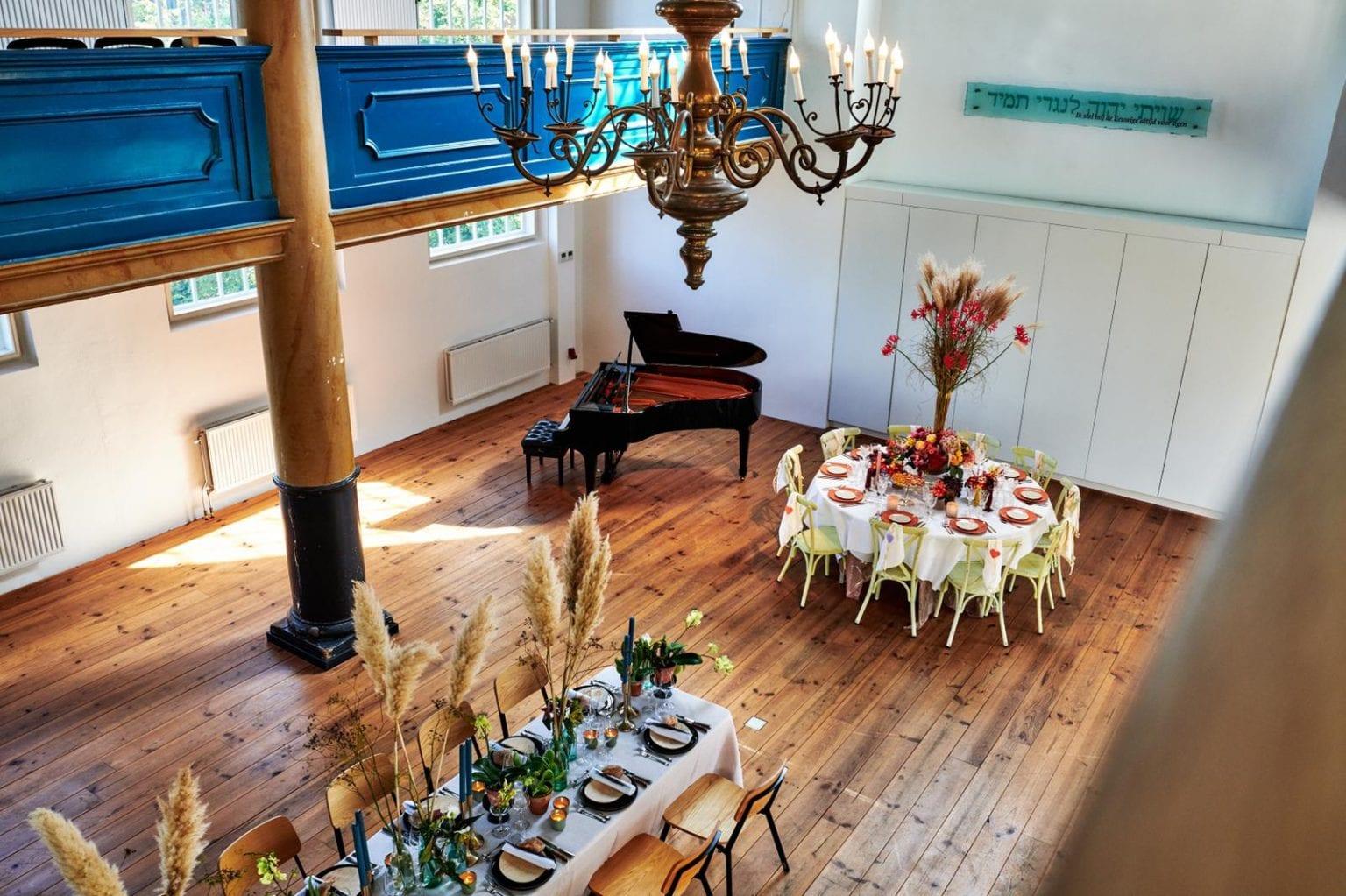 synagogezaal-tafels